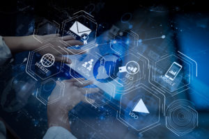 Draufsicht der Geschäftsmannhand arbeitend mit moderner Technologie
