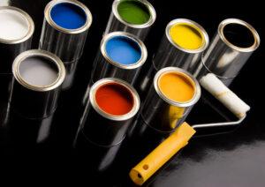 Farben und Rolle zum Renovieren