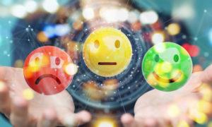 Geschäftsfrau, die Wiedergabe der Kundenzufriedenheitsbewertung 3D verwendet