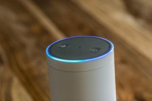 Amazon Echo Plus, das Spracherkennungs-Streaming-Gerät von Amazon
