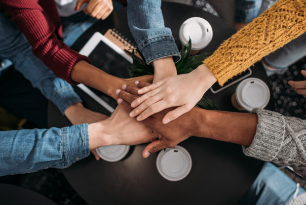 Teamwork: Die 4 Faktoren erfolgreicher Zusammenarbeit