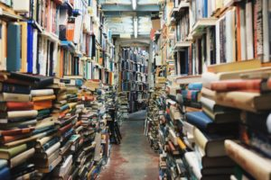 Marketing-Bücher in einem Raum