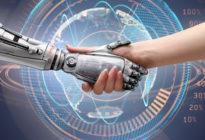 Frauenhand gibt ihre Hand einer Künstlichen Intelligenz