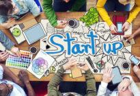 Junge Leute arbeiten an einem Start-up Konzept