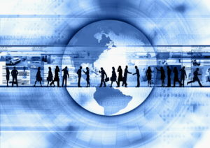 Businessleute laufen auf virtuellem Globus