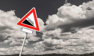 Schild, das auf ökonomische Krise hinweist