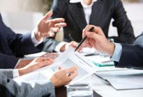 Businessleute planen Finanzplan