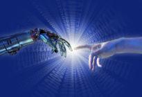 Hand von Künstlicher Intelligenz berührt Menschenhand