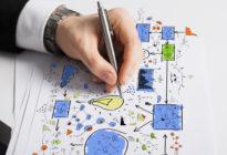 Männerhand skizziert Zeichnung