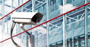 Videokamera vor einem modernen Büro