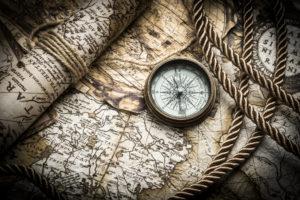 Kompass auf alter Landkarte