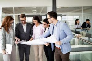 Gruppe von Business-Leuten im Büro