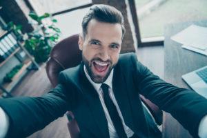 Selfie eines Businessmann im Büro