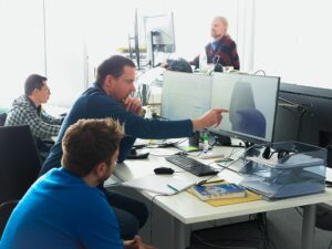 Ein Teil des Teams der Agile Robots AG bei der Arbeit