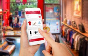 Hände mit Smartphone beim Online-Shopping
