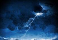 Sturm und Blitz nachts