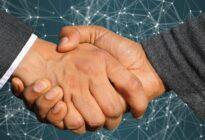 Handschlag von zwei Geschäftsleuten