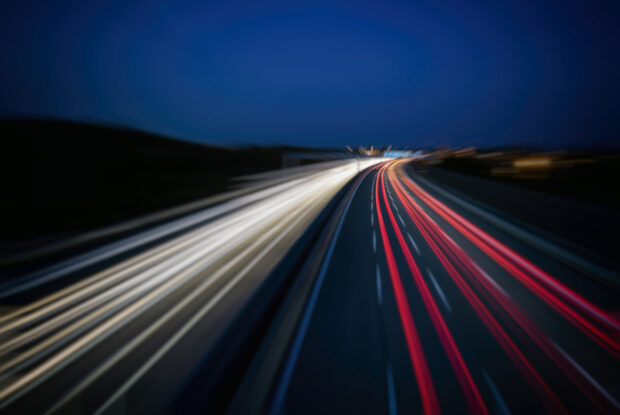 Lichter auf der Autobahn bei Nacht