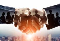 Partnerschaft: Zwei Businesshände schütteln sich