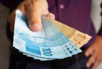 Finanzierung, Mann mit Geld
