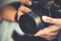 Hände mit Fotoapparat