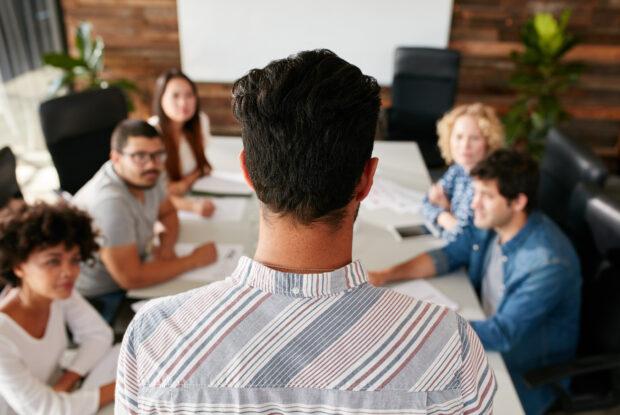 Wie gehen Führungskräfte mit der neuen Führungsrolle um?