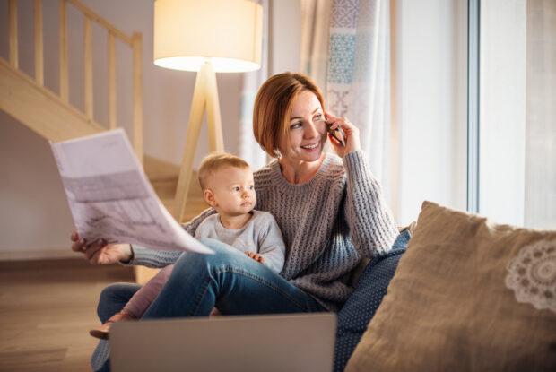 Kind und Karriere – kaum vereinbar? Diese 4 Tipps machen es möglich!